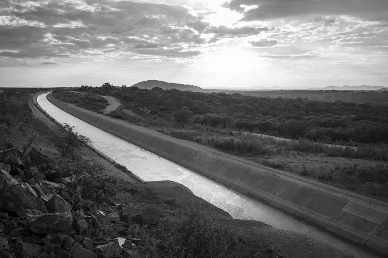 Trecho do canal de tranposição do Rio São  Francisco, na divisa entre Monteiro, na Paraíba, e Sertânia, no Pernambuco