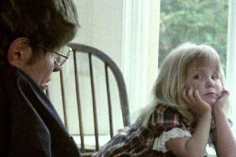 Stephen Hawking com a filha Lucy ainda criança