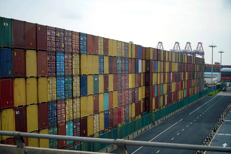 Contâiners em porto de Xangai