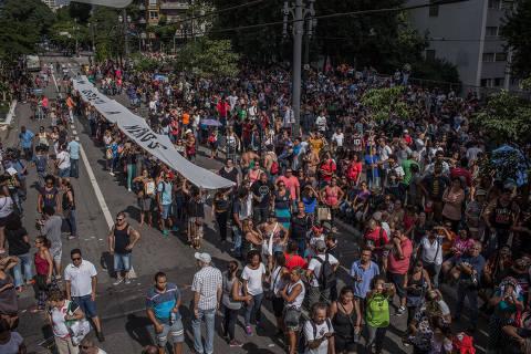 SÃO PAULO, SP, BRASIL, 14-03-2018: Professores e servidores municipais  de São Paulo protestam contra a reforma da Previdência Municipal, em frente a Camara  Municipal de Vereadores. (Foto: Bruno Santos/ Folhapress) *** FSP-FOTO *** EXCLUSIVO FOLHA***