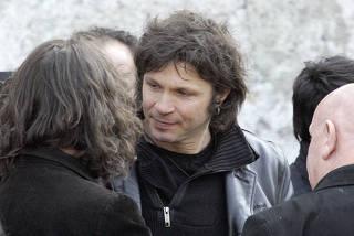 Protestos levam roqueiro francês que matou atriz a cancelarshows