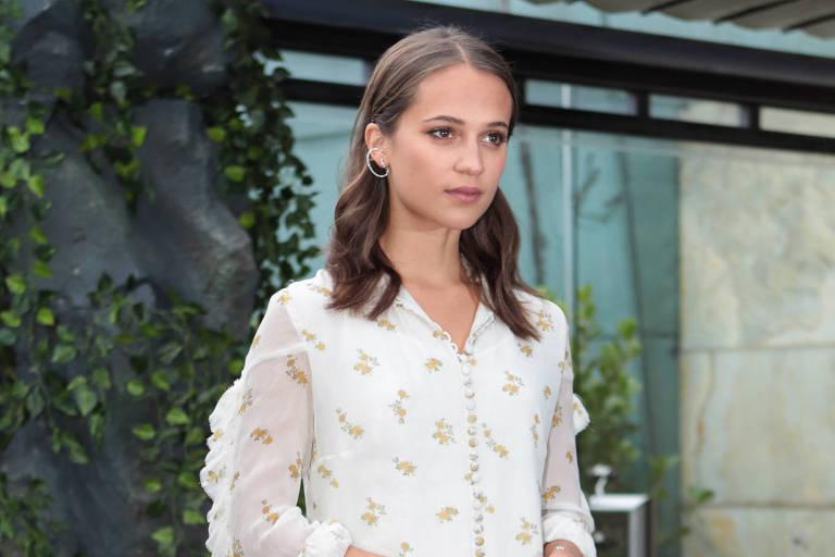 Alicia Vikander divulgando 'Tomb Raider: A Origem' em São Paulo