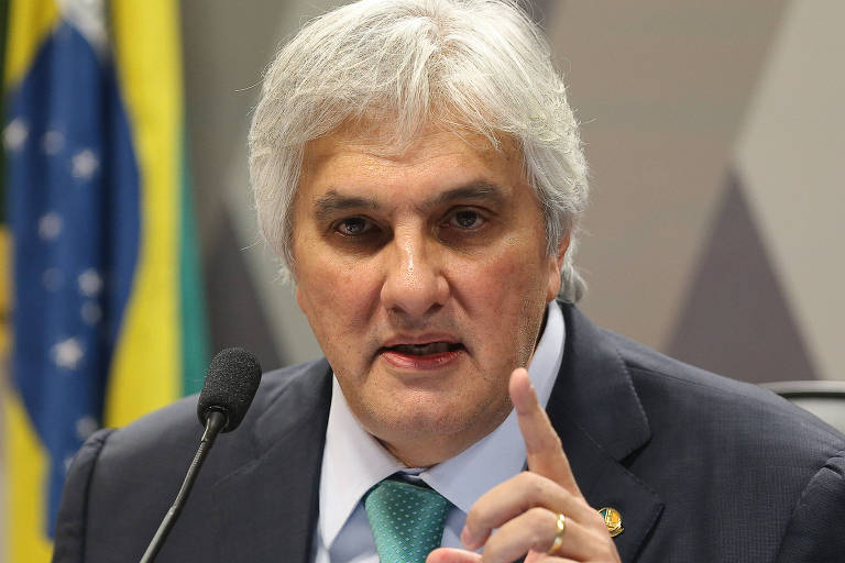 Delcídio do Amaral depõe na CCJ  do Senado