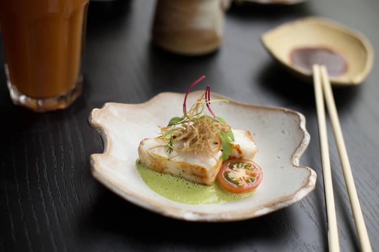 Shiromi Green Kimizu, peixe branco grelhado com emulsão de ervas, integra o menu do It Sushi