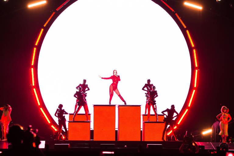 Katy Perry se apresentou nesta quarta (14), em Porto Alegre, e segue para São Paulo e Rio