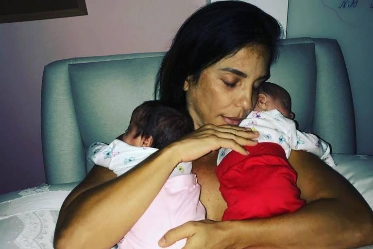 Ivete Sangalo usou a sua conta no Instagram para compartilhar um momento fofo entre ela e suas filhas, Helena e Marina.
