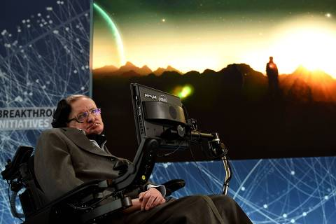 Renowned cosmologist Professor Stephen Hawking attends a press conference at One World Observatory April 12, 2016 in New York, to announce a new breakthrough initiative focusing on space exploration and the search for life in the universe.  / AFP PHOTO / TIMOTHY  A. CLARY