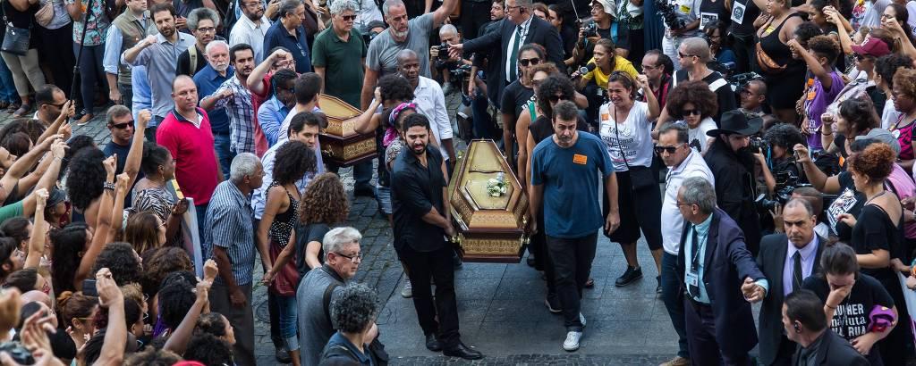 Caixão com corpo de Marielle Franco chega à Câmara Municipal do Rio