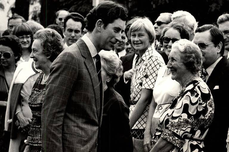 Príncipe Charles conversa em escola  britânica em São Paulo
