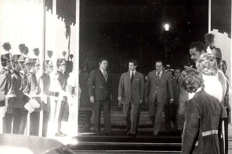 Príncipe Charles  sai do Palácio dos Bandeirantes