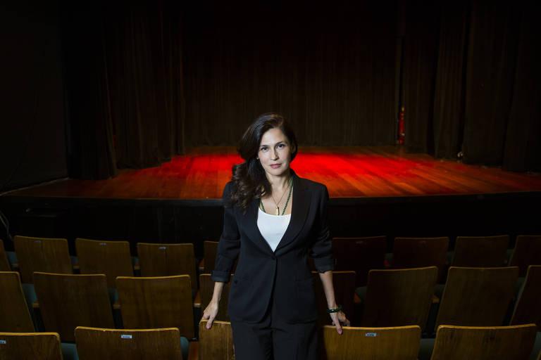 A cantora Marina de La Riva, no Teatro Décio de Almeida Prado