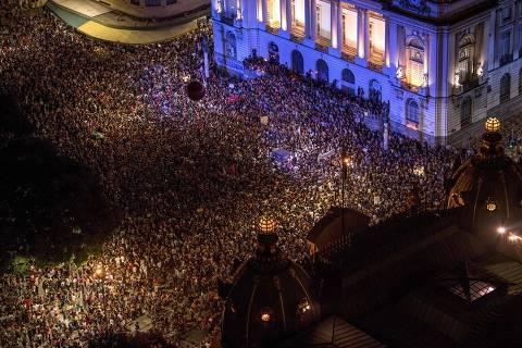 Semana começa com protestos contra a morte de Marielleno Brasil e na Europa