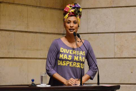 This handout photo released on March 16, 2018, by Rio de Janeiro's Municipal Chamber shows Brazilian councilwoman from the left-wing party PSOL Marielle Franco, leading a session at the Municipal Chamber in Rio de Janeiro, Brazil on November 28, 2017.  On the eve of March 15, 2018 Franco, who was an outspoken critic of police brutality, was shot in Rio's city center in an assassination-style killing.  / AFP PHOTO / Rio de Janeiro Municipal Chamber / Mario VASCONCELLOS / RESTRICTED TO EDITORIAL USE - MANDATORY CREDIT