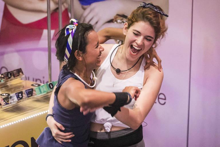 Gleici e Ana Clara após venceram a prova do líder