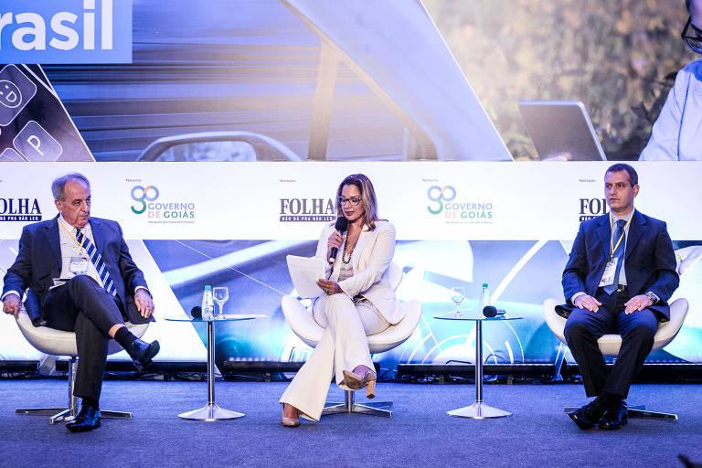 Da esq. p/ dir.: Eduardo Braz (da Agittec - UEG), Gianna Sagazio (diretora de inovação do Instituto Euvaldo Lodi) e Mauricio Neves (do BNDES) no Seminário da Folha em Goiânia