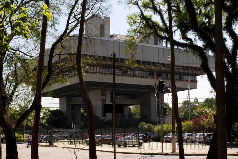 Prédio do TCM (Tribunal de Contas do Município) de São Paulo, projetado pelo arquiteto Gian Carlo Gasperini