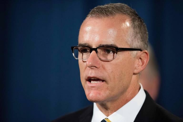 O vice-diretor do FBI Andrew McCabe fala durante entrevista coletiva em Washington; ele foi demitido nesta sexta-feira (16) pelo secretário de Justiça, Jeff Sessions