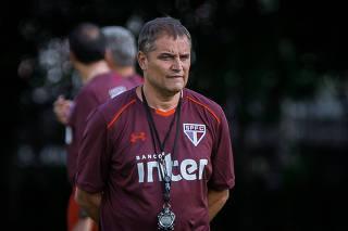 Temos de assumir que foi um fracasso a eliminação, diz Aguirre