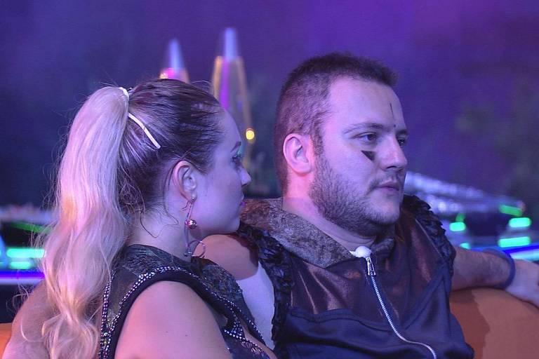 Diego e Jéssica conversam sobre paredão na festa intergaláctica