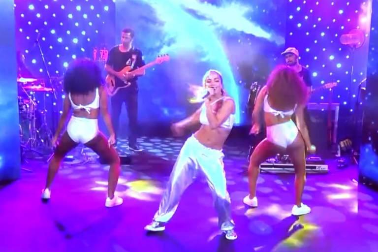 Anitta se apresenta na festa galáctica do BBB18