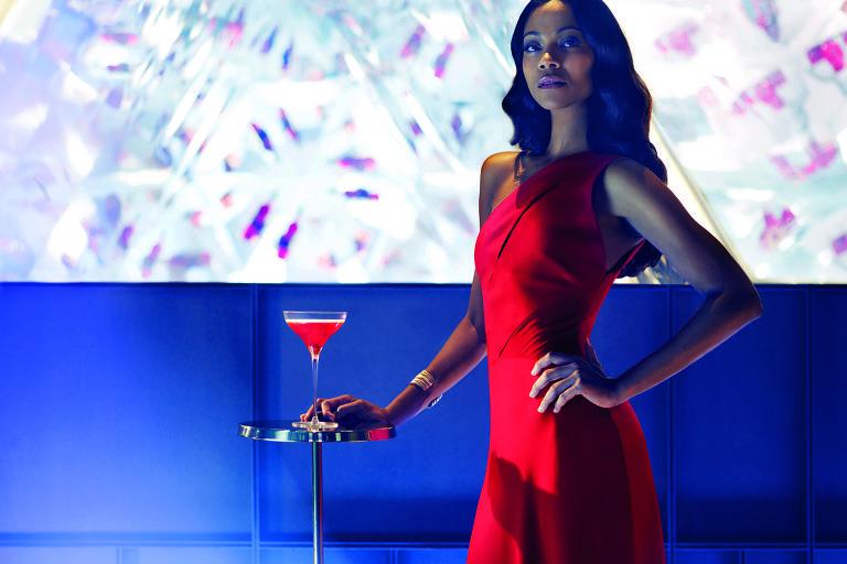 """Zoe Saldana  no filme """"The Legend of Red Hand"""", de Campari."""