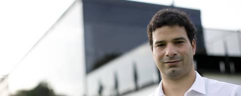 SAO PAULO, SP, BRASIL, 11-10-2013: Gustavo Vieira de Oliveira, 32, filho de Socrates e gerente de futebol do São Paulo.. Perfil. (Foto: Fabio Braga/Folhapress, ESPORTE).