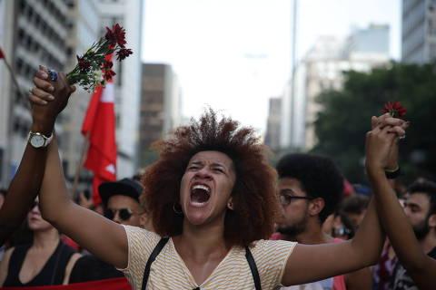 Manifestantes ocupamquarteirão da Paulista contra morte de Marielle