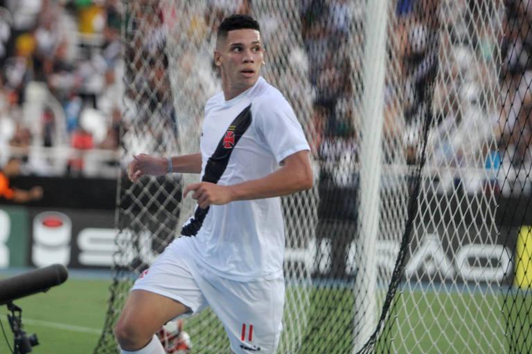 Paulinho, do Vasco, comemora gol