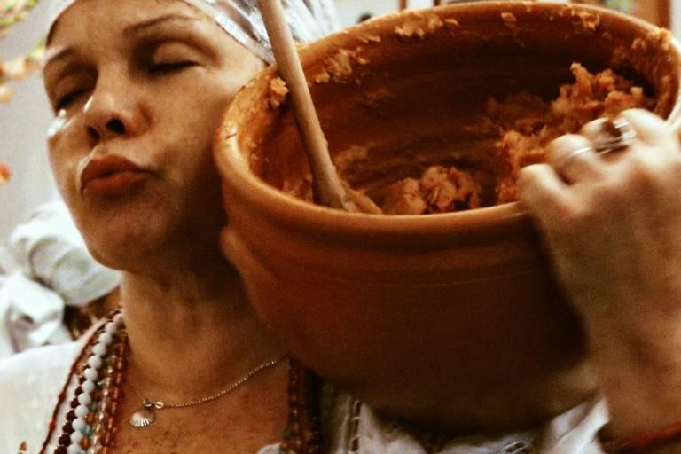 Ritual religioso de ascendência africana é registrado em 'Híbridos'