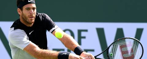 INDIAN WELLS, CA - MARCH 18: Juan Martin Del Potro of Argentina prepares his forehand in his match against Roger Federer of Switzerland in the ATP final during the BNP Paribas Open at the Indian Wells Tennis Garden on March 18, 2018 in Indian Wells, California.   Harry How/Getty Images/AFP == FOR NEWSPAPERS, INTERNET, TELCOS & TELEVISION USE ONLY ==