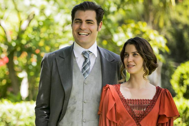 Elisabeta Benedito ( Nathalia Dill ) e Darcy Williamson (Thiago Lacerda ) na novela em Orgulho e Paixão