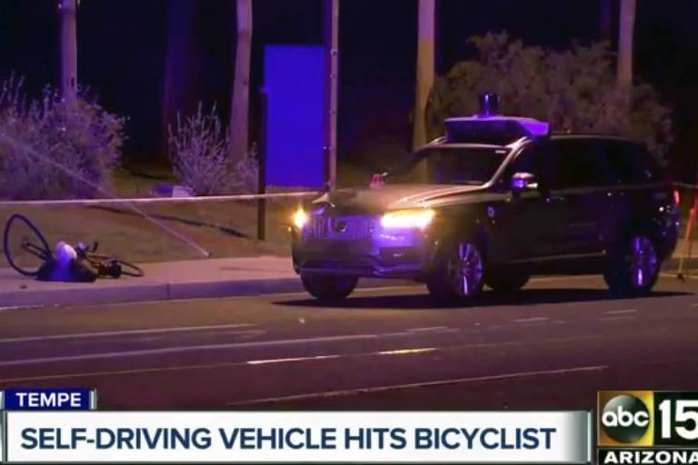 Imagem da rede de televisão ABC mostra a cena após o acidente com o carro autônomo