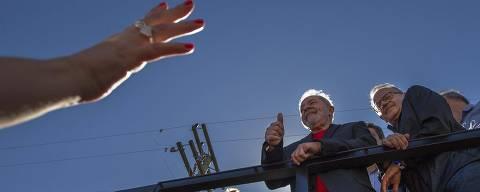 PODER -  BAGÉ - RS - O ex Presidente Lula inicia caravana pelo SUL. Na primeira parada,   Universidade Federal dos Pampas (UNIPAMPA), simpatizantes de Jair Bolsonaro e ruralista  foram protestar. 19/03/2018. Foto: Marlene Bergamo/FolhaPress - 017 -