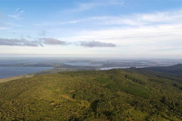 Vista aérea da Serra do Mar na região de Osório no Estado do Rio Grande do Sul, limite ao sul do bioma da Mata Atlântica