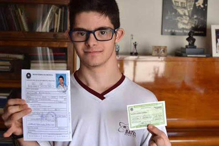 Com síndrome de Down, Samuel Adiron foi aprovado em vestibular de pedagogia