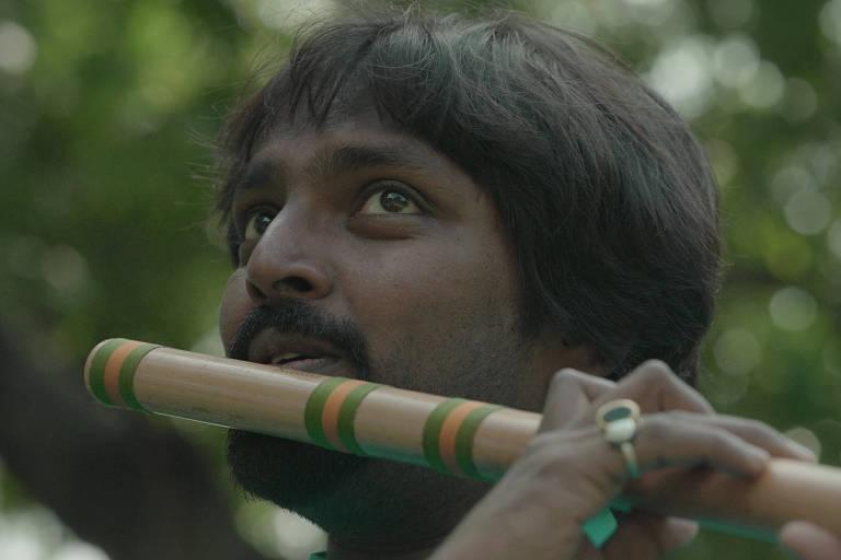 """O flautista indiano Rishab Prasanna; ele é um dos convidados de André Abujamra para o álbum/filme """"Omindá - A União das Almas do Mundo pelas Águas"""