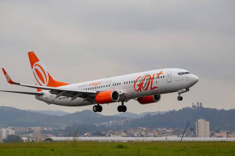 ******INTERNET OUT******  SÃO PAULO - SP - BRASIL - 06/05/2017 ? AEROPORTO DE GUARULHOS. Aviao da companhia aerea Gol pousa na pista do aeroporto de Cumbica, em Guarulhos. (Foto: Amanda Perobelli/UOL).******EMBARGADO PARA USO EM INTERNET******* ATENCAO: PROIBIDO PUBLICAR SEM AUTORIZACAO DO UOL