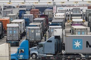 Xinhua Headlines: Trade war produces no winner