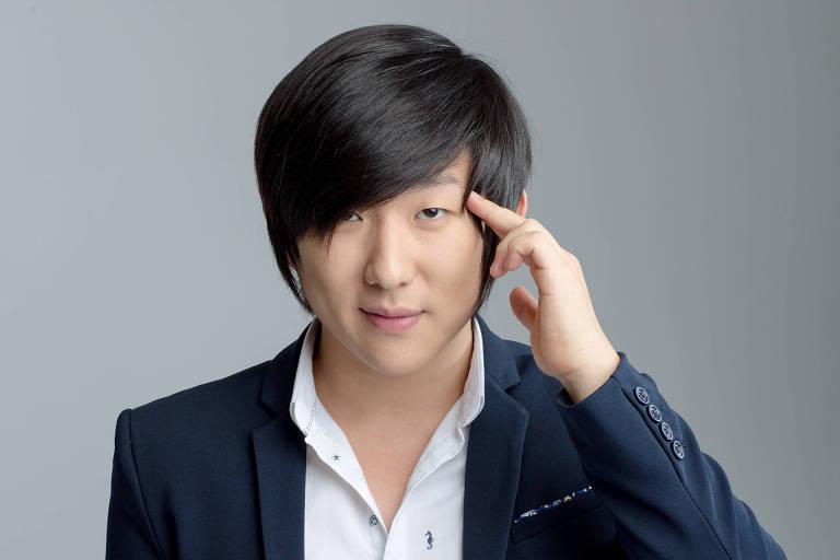 O artista e hipnotista Pyong Lee