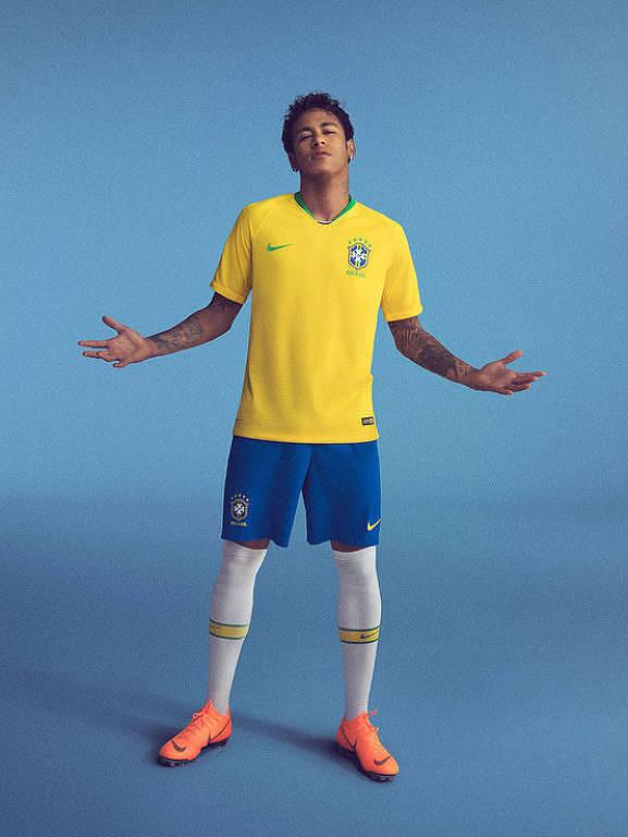 Foto mostra o jogador Neymar usando a camisa da seleção brasileira de futebol