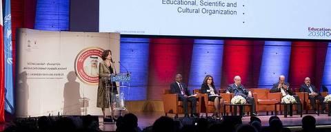 'O que se defende é a aprendizagem ativa, na qual o estudante tem de botar a mão na massa, experimentar', diz Dellagnelo, acima no Prêmio Unesco