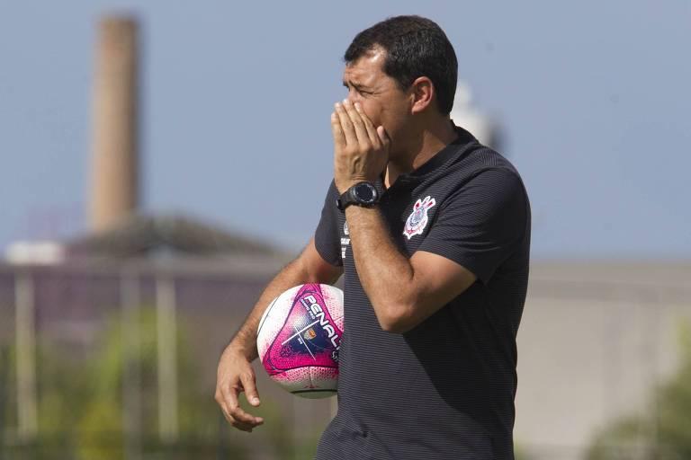 Fábio Carille comanda treino no CT do Corinthians