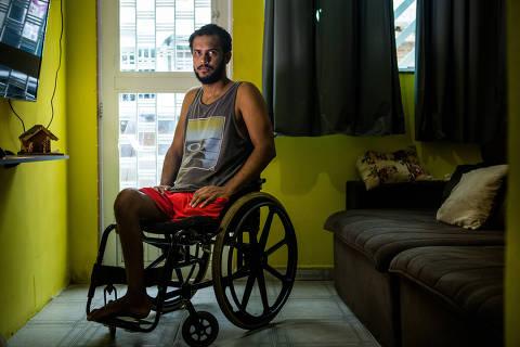 RIO DE JANEIRO - RJ 09.03.2018 -Vitor Santiago Borges, 32,  em 2015 foi belado pelo exercito durante uma operaçao e teve a perna amputada . (Foto: Raquel Cunha/Folhapress, AGENCIA FOLHA) ***EXCLUSIVO***