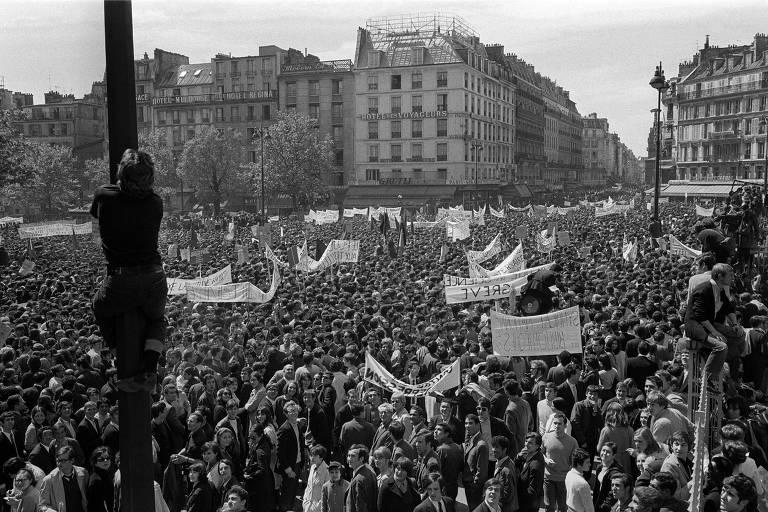 Manifestação em Paris em maio de 1968; movimento começou após ocupação da Universidade de Nanterre