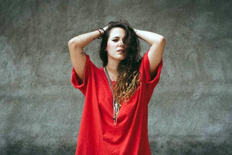 """Cantora Tiê, conhecida pelos sucessos """"Mexeu Comigo"""" e """"A Noite"""""""
