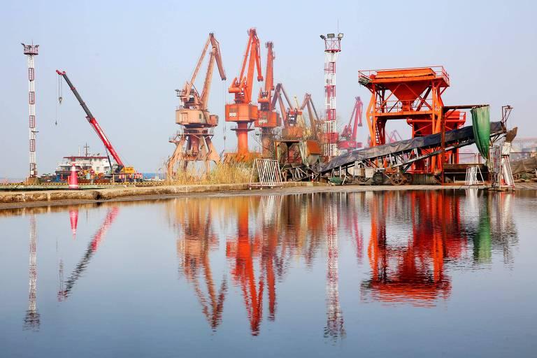 Porto de Nantong, na China