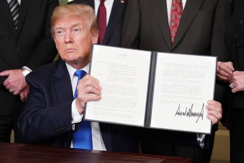 US President Donald Trump signs trade sanctions against China on March 22, 2018, in the Diplomatic Reception Room of the White House in Washington, DC, on March 22, 2018.