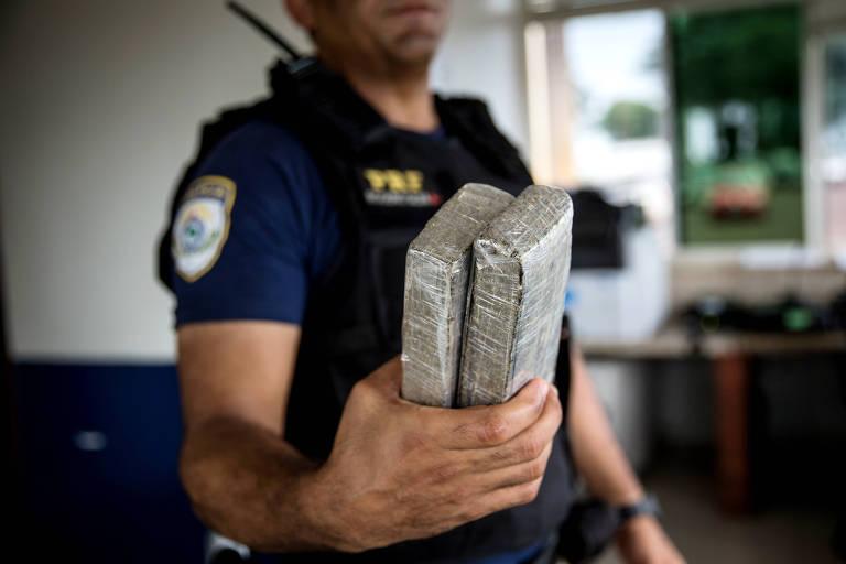 Maconha apreendida em operação policial em Foz do Iguaçu, na fronteira com o Paraguai