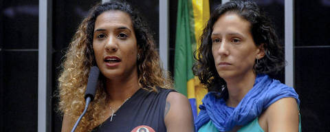 Handout picture released by Brazil's Chamber of Deputies showing the sister and girlfriend of slain councilwoman Marielle Franco, Anielle Silva (L) and Monica Tereza Benicio respectively, during a formal sitting at the Chamber of Deputies to mark International Day for the Right to the Truth Concerning Gross Human Rights Violations and for the Dignity of Victims, in Brasilia, on March 22, 2018. 