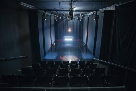 São Paulo, SP, Brasil, 18-11-2015 Roberto Alvim, diretor de teatro, para matéria sobre teatros independentes no Club Noir,  R. Augusta, 331. (foto Pedro Saad / Folhapress)